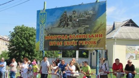 Три года без ротации, люди-кремень: на Житомирщине живым коридором встретили бойцов 30-й ОМБр — опубликованы кадры