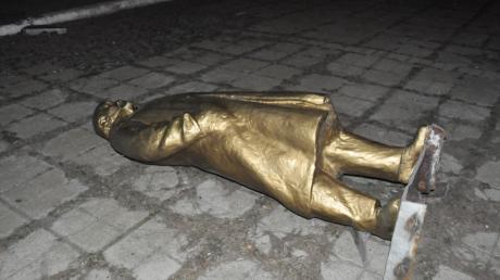 Еще на два памятника Ленину в Запорожской области стало меньше