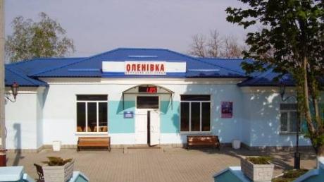 Во время обстрела ж/д станции в Еленовке пострадали два железнодорожника