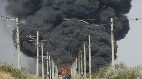 """Серьезная """"диверсия"""" в Ясиноватой: на ж/д станции неизвестные сожгли 60 тонн дизтоплива"""