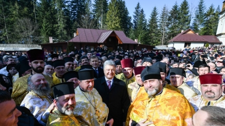 """Порошенко: """"Москва так ждала, чтобы у нас начала литься кровь, произошли захваты монастырей - не дождались"""""""