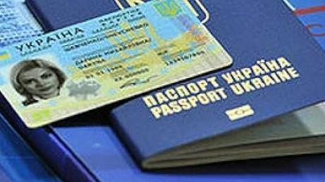 Право на безвизовые поездки должно быть у всех украинцев: в ЕС появилось условие по выдаче биометрических паспортов для жителей оккупированных Донецка, Луганска и Крыма