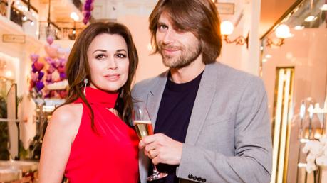 Анастасия Заворотнюк при смерти - муж актрисы Чернышев не теряет надежды на спасение супруги