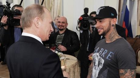 Кремлевский подхалим и плагиатчик Тимати вновь оконфузился прямо перед концертом - кадры