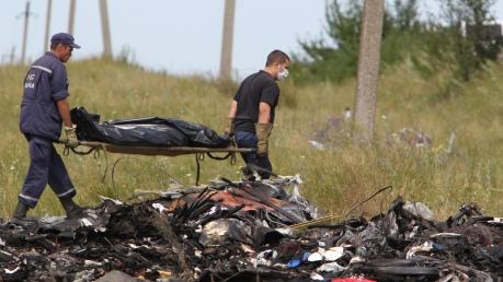 """Прокремлевские СМИ продолжают нагло врать о MH17: подборка альтернативных сообщений про катастрофу с целью """"заилить воду"""" от EU StratCom"""