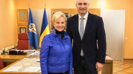Вдова легендарного сенатора США Маккейна прибыла в Киев на выборы и поняла, за что муж так любил Украину