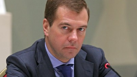 """СМИ: Медведев поручил проработать вопрос поставки """"гуманитарного"""" газа из РФ на Донбасс"""