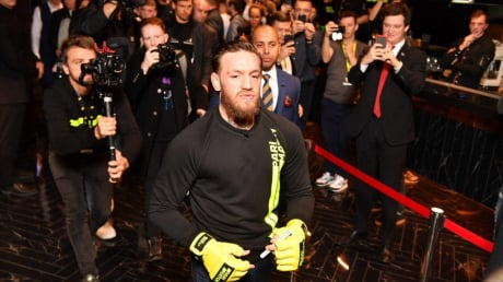 Звезда UFC Макгрегор впервые в Киеве: легендарный боец сделал предложение Ломаченко