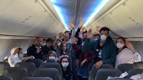 """Эвакуированные с Бали и Катара украинцы отказались покидать самолет: """"Мы будем сидеть до конца"""""""