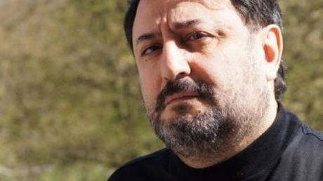 Обыски в семье олигарха Манаширова: полиция болгаркой выпилила дверь в квартире шурина миллиардера