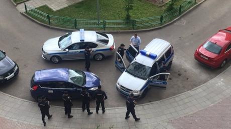 В Кремле так жутко боятся Навального, что трусливо задержали оппозиционера в подъезде его собственного дома, не дав доехать до Тверской, - кадры