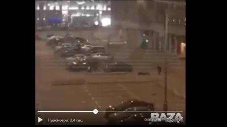 Появилось видео, как расстреляли российских силовиков у здания ФСБ: стреляли в спину