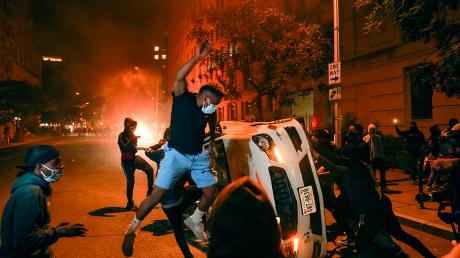 Протесты в США продолжают усиливаться: полиция задержала уже более 9 тыс. человек