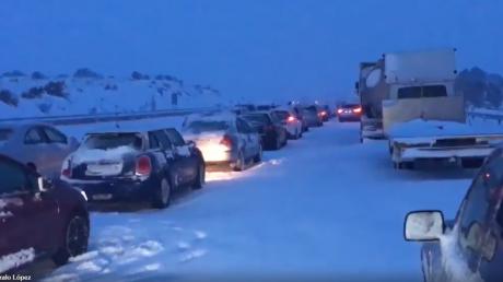 снегопады, стихия, Испания, пробки, автомобили, заторы, видео
