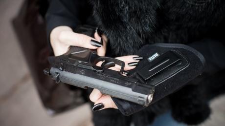 Официально на руках у граждан Украины почти миллион единиц оружия – Антон Геращенко
