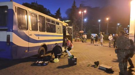 Захват в Луцке: полиция показала весь арсенал оружия Кривоша и кадры из автобуса