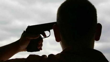 """Попытка суицида в """"ЛНР"""": советник из РФ выстрелил себе в голову из пистолета, детали"""