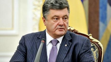Порошенко наградил футболистов сборной Украины именным оружием за выход в финал ЧЕ-2016