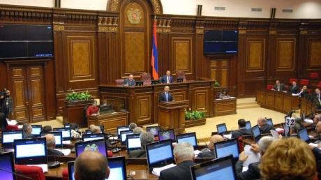 Армения без правительства: министры уходят в отставку, страна в ожидании выборов
