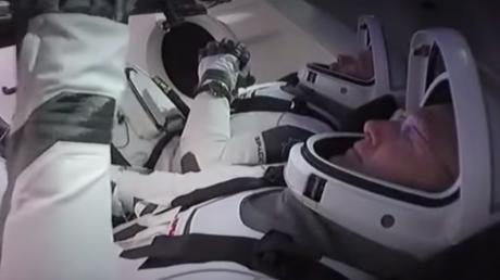 Первый полет Crew Dragon к МКС близится к концу: в NASA готовятся к важнейшему этапу миссии