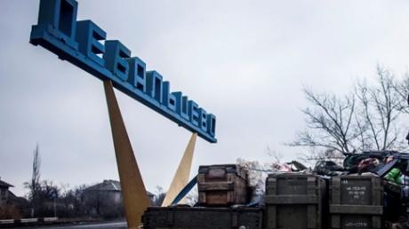 """""""Гумконвой от """"друга"""": в Дебальцево прибыли танки и """"Грады"""" из России"""