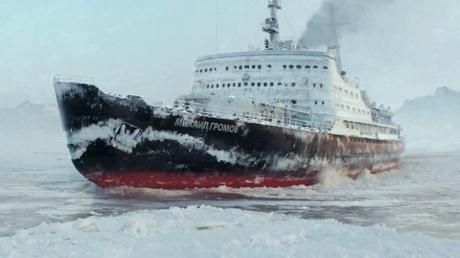 Российский ледокол подал сигнал бедствия - Норвегия срочно отправила в море вертолет и буксиры