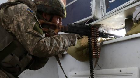 Это кадры с настоящими Героями, побывавшими в самом пекле войны на Донбассе: в Сети опубликованы уникальные снимки боя за аэропорт Донецка, каждое фото – целая история