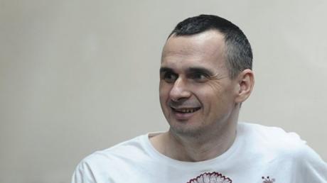 Тревожные новости из России: украинский режиссер Сенцов госпитализирован