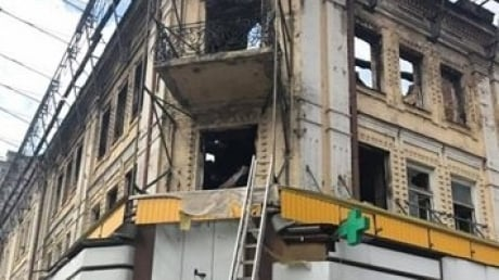 Явно неспроста он опять воспламенился: в Киеве снова тушили пожар в гастрономе на Крещатике - кадры