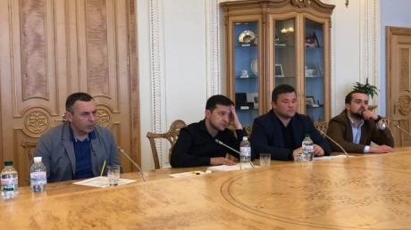 """""""Где я, зачем мне все это?"""" - фото Зеленского в Верховной Раде """"разорвало"""" социальные сети - кадры"""