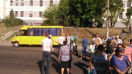 Лисичанск остался без воды - в отчаянье жители идут на крайние меры