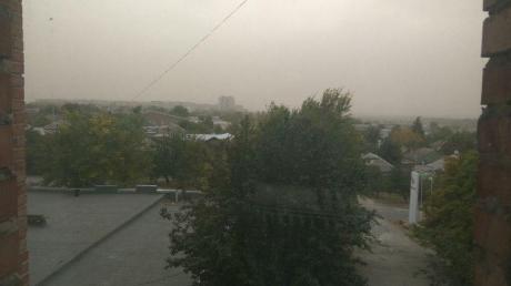 Пыльно-песчаная буря накрыла Луганск: по городу носятся пожарные, людям нечем дышать