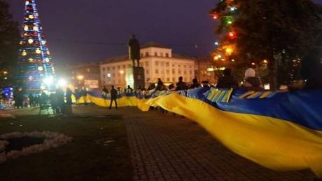флаг украины, луганск, война на донбассе, лнр, террористы, соцсети, фото