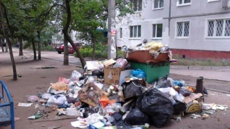Донецк погряз в мусоре: дончане клянут оккупанта за грязь и вонь