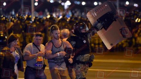 Силовики в Беларуси начали переходить на сторону протестующих