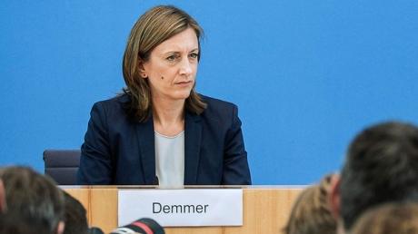 """Правительство Германии не намерено менять свою позицию по Крыму и отказываться от поддержки Украины: немецкие депутаты """"поставили на место"""" лидера либералов Линднера с его призывом """"забыть"""" про аннексированный Кремлем полуостров"""