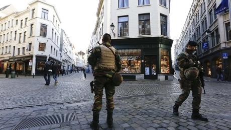 Брюссель содрогается от паники: взрывы охватили станции метро - идет эвакуация тысяч людей