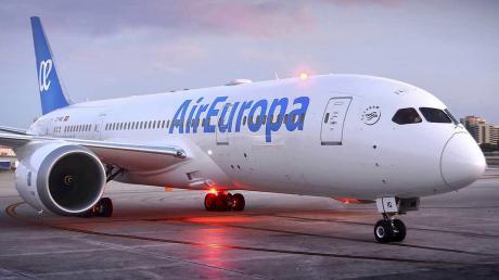 В Испании украинец сорвал рейс Air Europa - самолет экстренно посадили из-за медицинской маски