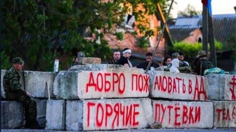 """Боевики Захарченко организовали """"законную"""" схему вымогательства: стало известно о циничных нововведениях на блокпостах"""