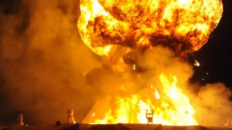 В Казахстане прогремел мощнейший взрыв на военных складах - объявлен режим чрезвычайной ситуации, людей срочно вывозят: видео