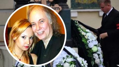11-летняя дочь Софии Конкиной, обняв дедушку Владимира Конкина, попрощалась с мамой