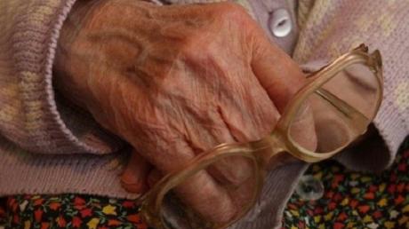 Пенсионерка не догадывалась, что хранит кукурузу в сундуке Louis Vuitton за 10 тыс. евро - фото