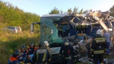 В России рейсовый автобус столкнулся с грузовиком: большое число погибших