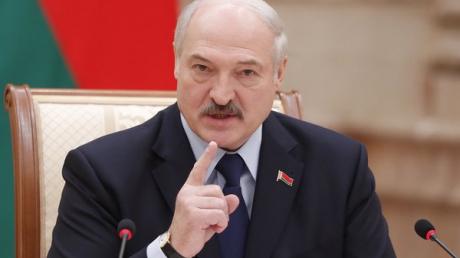 """Лукашенко угрожает пожаром """"до Владивостока"""": """"Не подбрасывайте здесь ядерного оружия"""""""