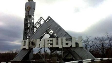В Донецке взрывом разнесло половину дома: первые подробности, есть раненый