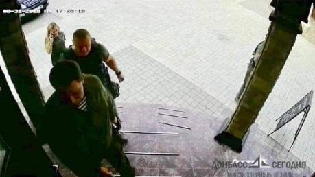 Сенсационное фото Захарченко за минуту до смерти: эти редкие кадры публикуются впервые