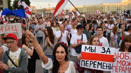 На протестах в Беларуси прозвучали выстрелы: СМИ пишут о жертвах