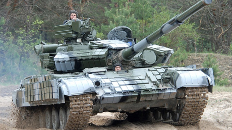 """В """"ДНР"""" неспокойно: Россия массово стягивает военную технику под Горловку"""