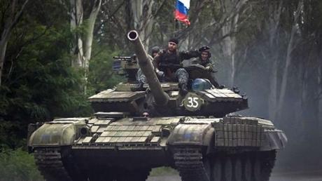 """Жители Донецка сообщают о колонне танков в городе: """"Пролетели так, что аж стекла дрожали"""""""