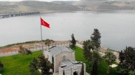 Турецкие военные на танках пересекли границу с Сирией